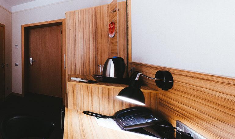 hotelroom17