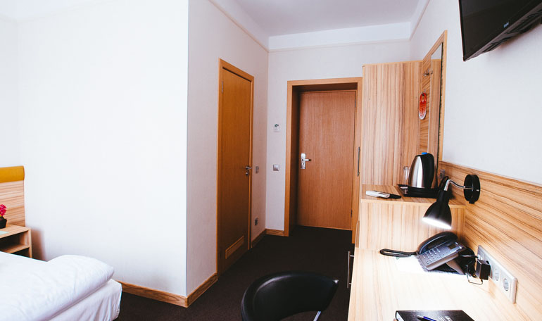 hotelroom10