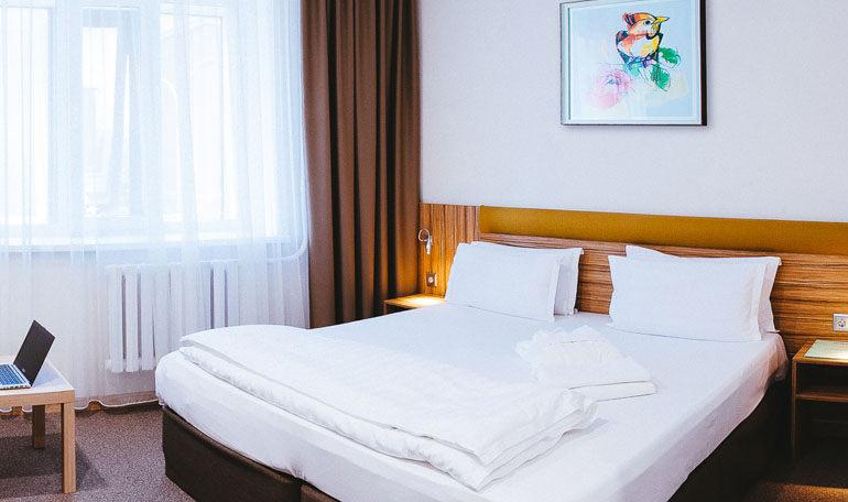 hotelroom7