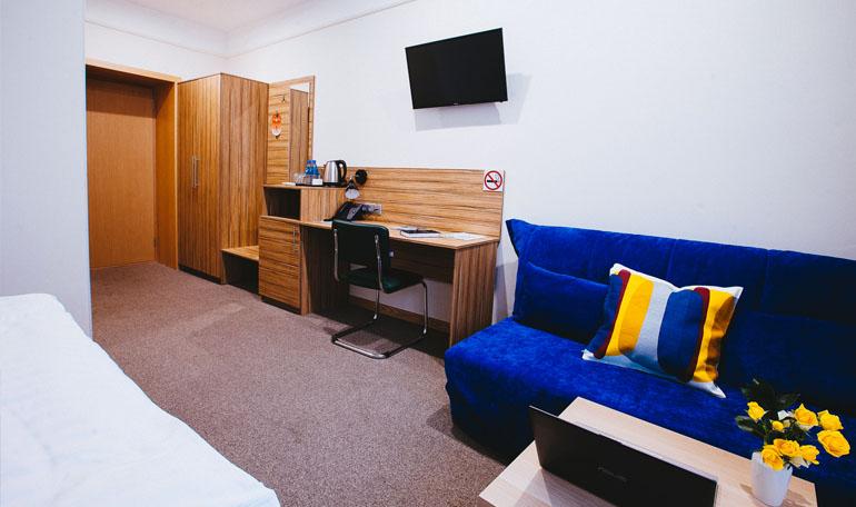 hotelroom6