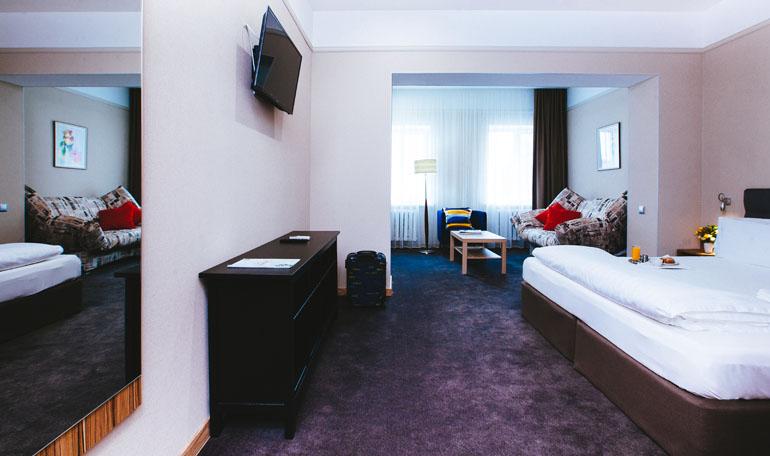 hotelroom4